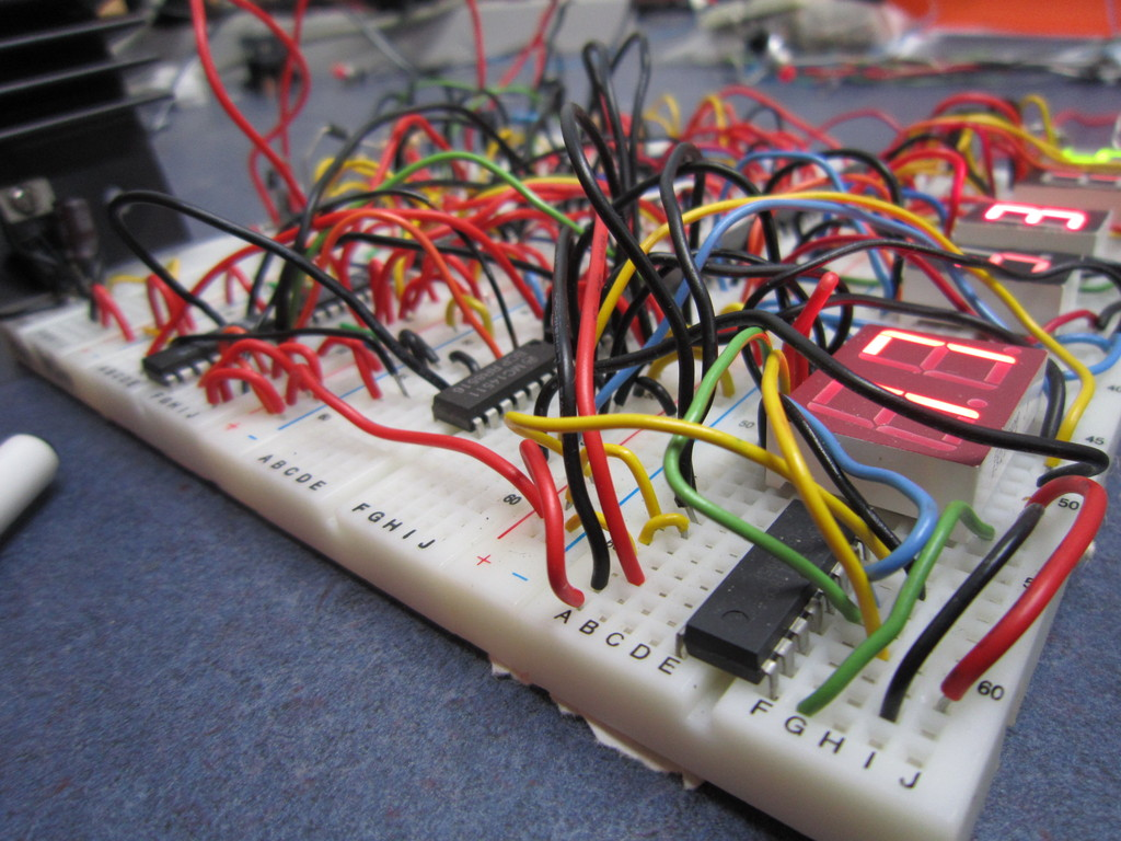 4000 Series Cmos 24 Hour Clock Eastons Stuff 24hour Digital And Timer Circuit We Used A 7805 Voltage Regulator For The Entire Since I Didnt Want To Add Resistors Displays